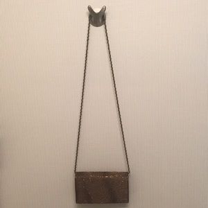 La Regale clutch with shoulder strap